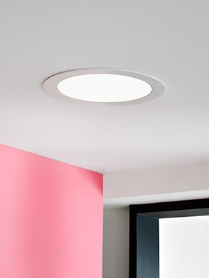 Luces de emergencia, linternas y pilas
